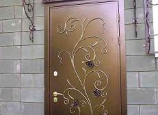Кованая дверь с узором из цветов - Изделие 2