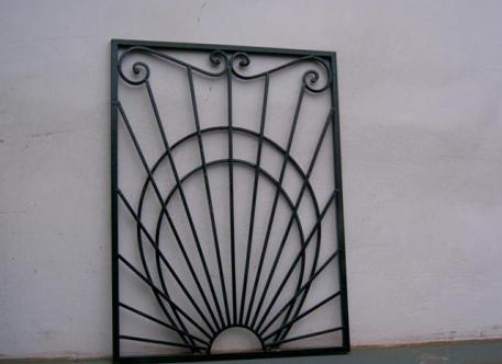 Кованая решетка на окна - изделие 28