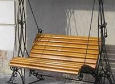 Кованая скамейка с механизмом качания