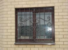 Кованая решетка на окна - изделие 9