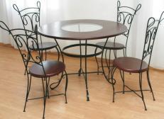 Круглый кованый стол с четырьмя стульями