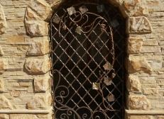 Кованая решетка на окна - изделие 14