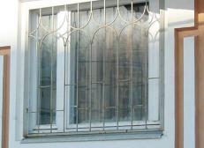 Кованая решетка на окна - изделие 42